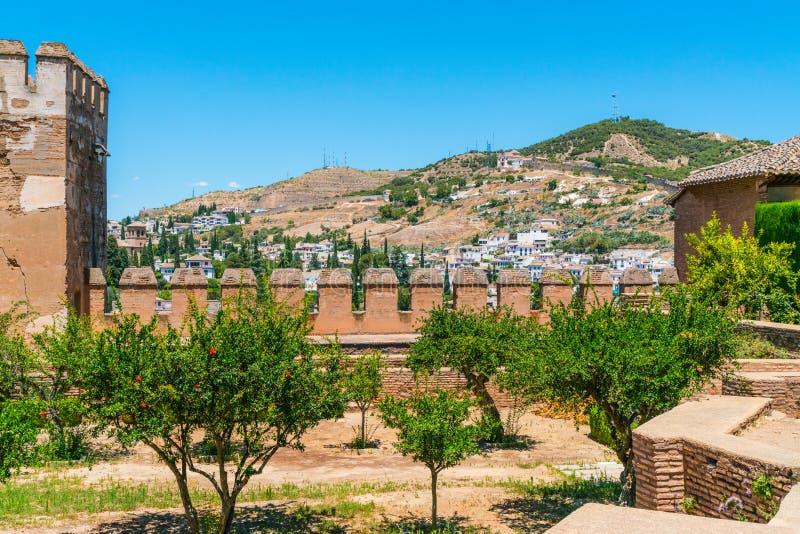 Ansicht über Granada von der alten Stadt von La Alhambra lizenzfreie stockfotografie