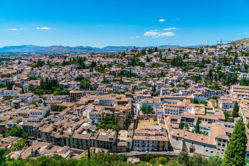Ansicht über Granada von der alten Stadt von La Alhambra lizenzfreies stockbild