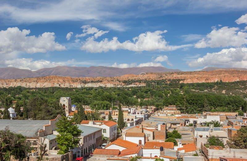 Ansicht über historische einheimische Stadt Humahuaca lizenzfreie stockfotos