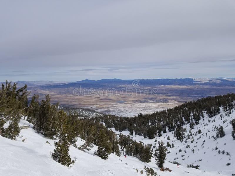 Ansicht über hohe Sierra vom himmlischen Erholungsort lizenzfreie stockfotografie