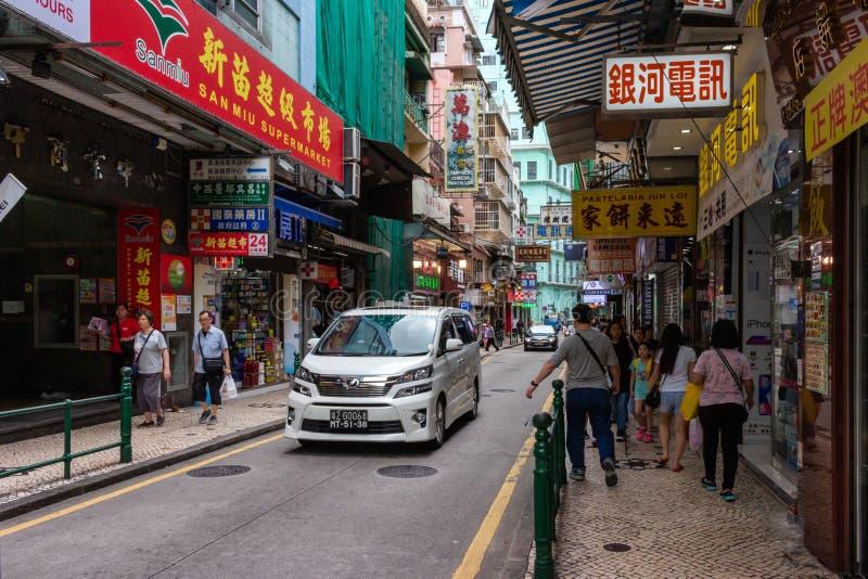Ansicht über im Stadtzentrum gelegene Straße in Macao stockbild