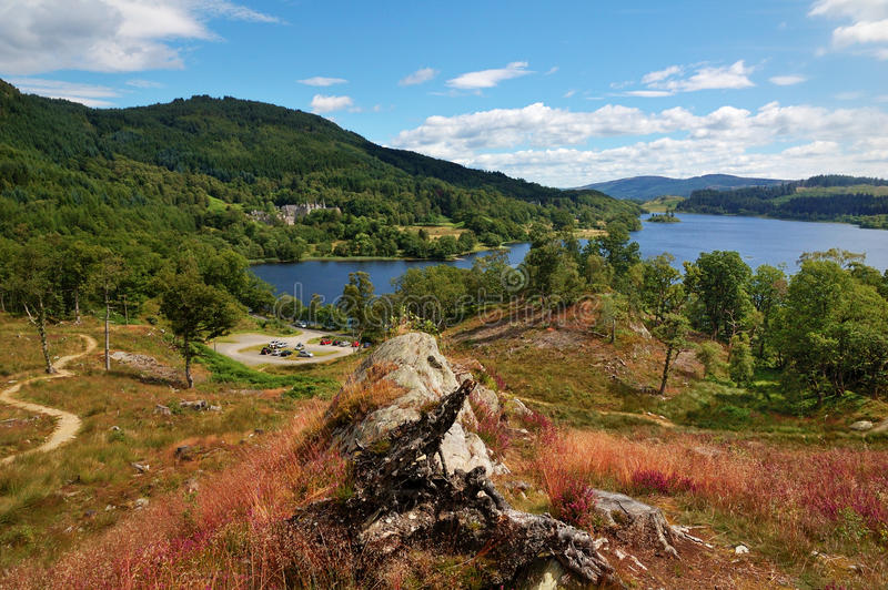 Ansicht über Loch Achray, Schottland stockfotografie