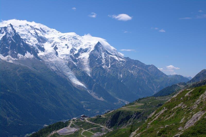 Ansicht über Mont-Blanc massiv lizenzfreie stockbilder