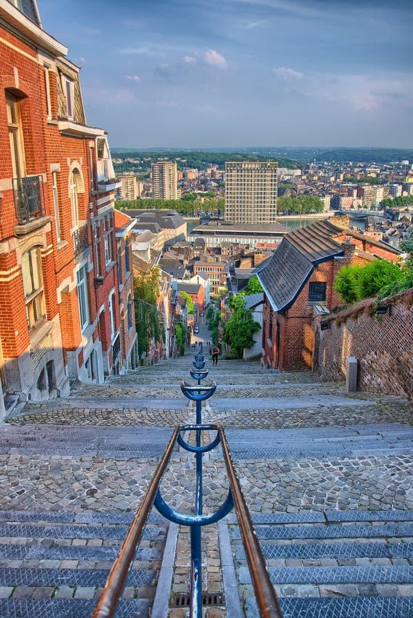 Ansicht über montagne De beuren Treppenhaus mit Häusern des roten Backsteins in Lüttich, Belgien, Benelux, HDR stockfotos