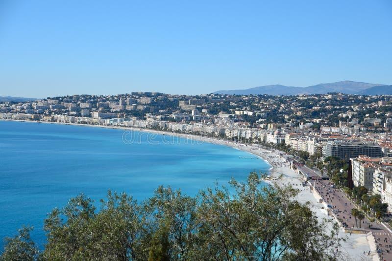 Ansicht über Nizza Damm Promenade des Anglais Franz?sischer Riviera-Landschaft lizenzfreie stockfotos