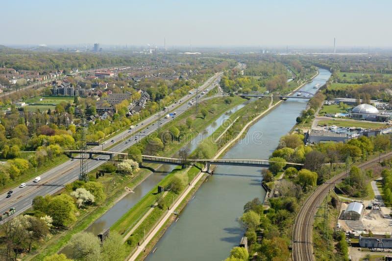 Ansicht über Rhein-Herne-Kanal in Oberhausen lizenzfreie stockfotografie