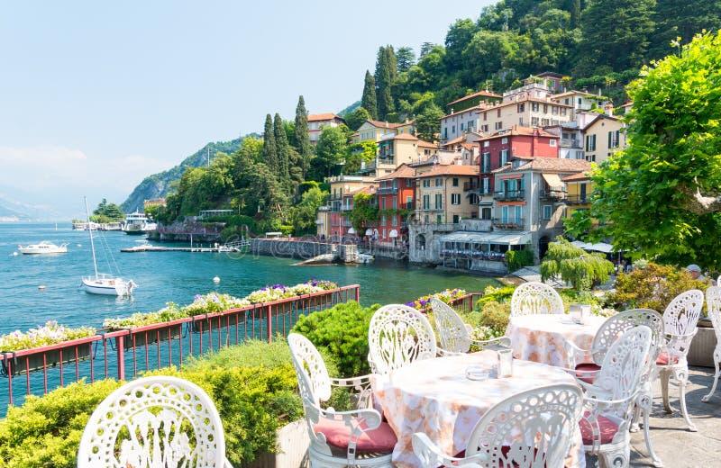 Ansicht über romantische Stadt Varenna auf See Como, Nord-Italien stockbild