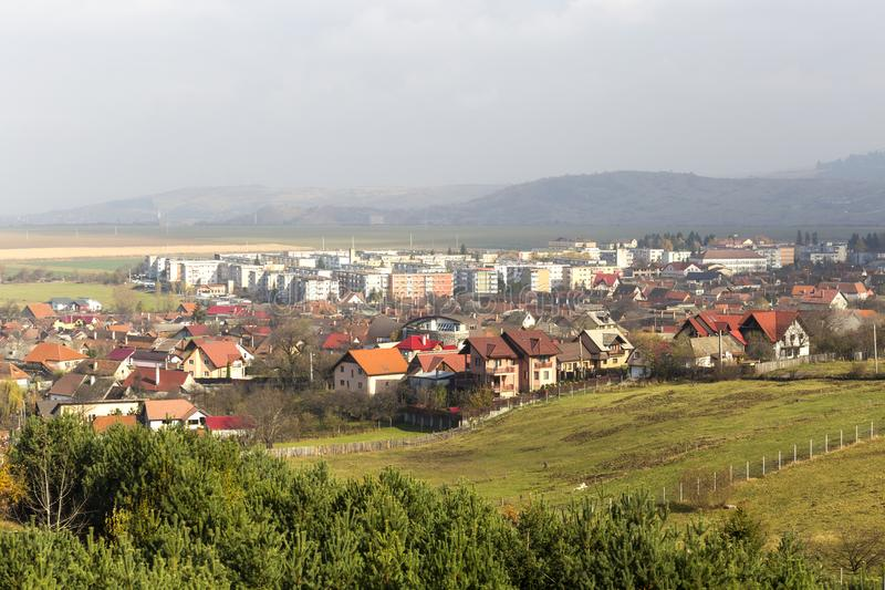 Ansicht über sacele Stadt lizenzfreies stockbild
