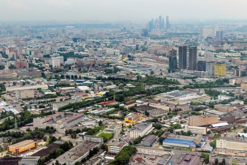 Ansicht über Stadt Moskaus Moskau von Ostankino-Turm lizenzfreie stockfotografie