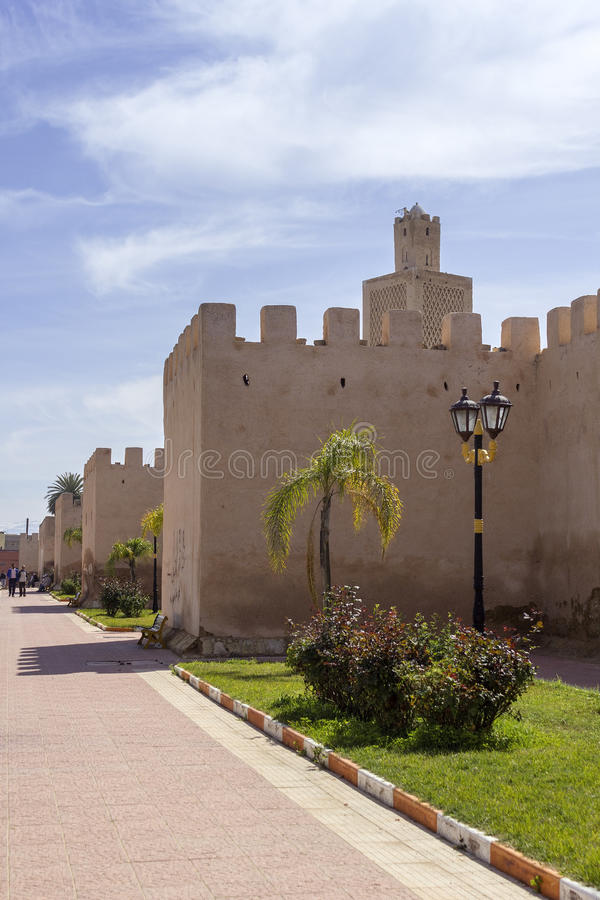 Ansicht über Stadtfestung Kasba Tadla in Beni-Mellalprovinz stockbild