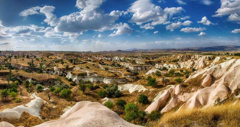 Ansicht über Steinbildungen in Cappadocia, zentrales Anatolien, die Türkei lizenzfreies stockbild