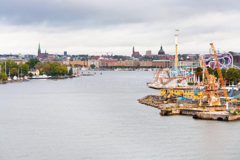 Ansicht über Tivoli Grona Lund und Beckholmen Insel lizenzfreie stockbilder