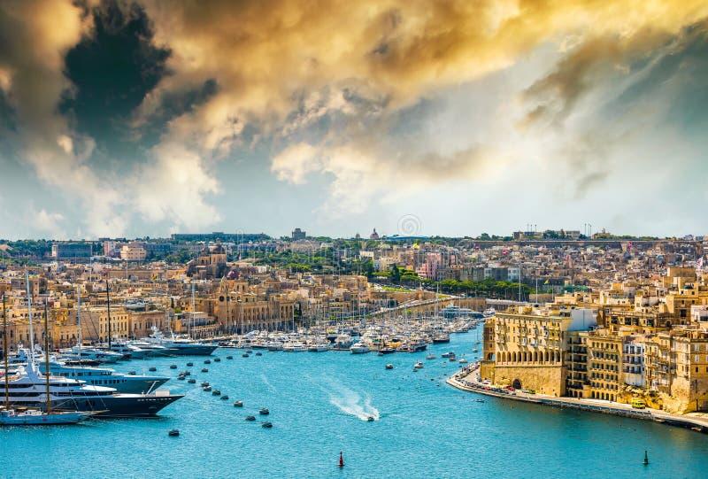Ansicht über Valletta vom Meer lizenzfreies stockfoto