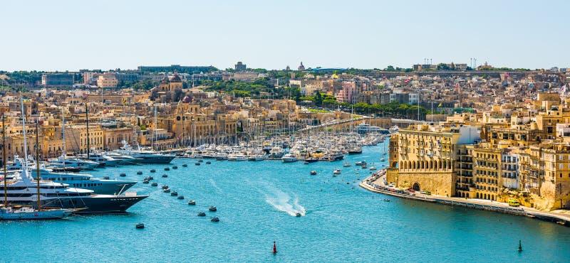 Ansicht über Valletta vom Meer stockfoto