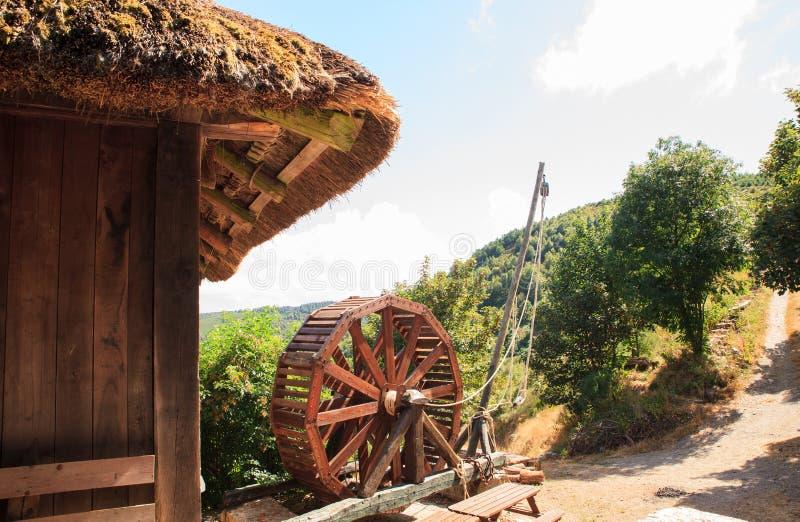 Ansicht alten römischen treadwheel Kranes lizenzfreie stockbilder
