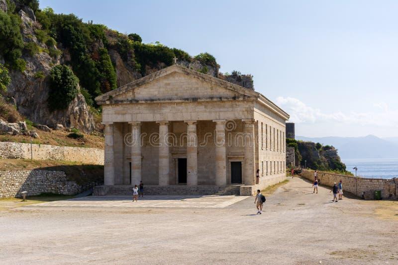 Ansicht alter Festung Korfus mit der orthodoxen Kirche von St George stockbilder