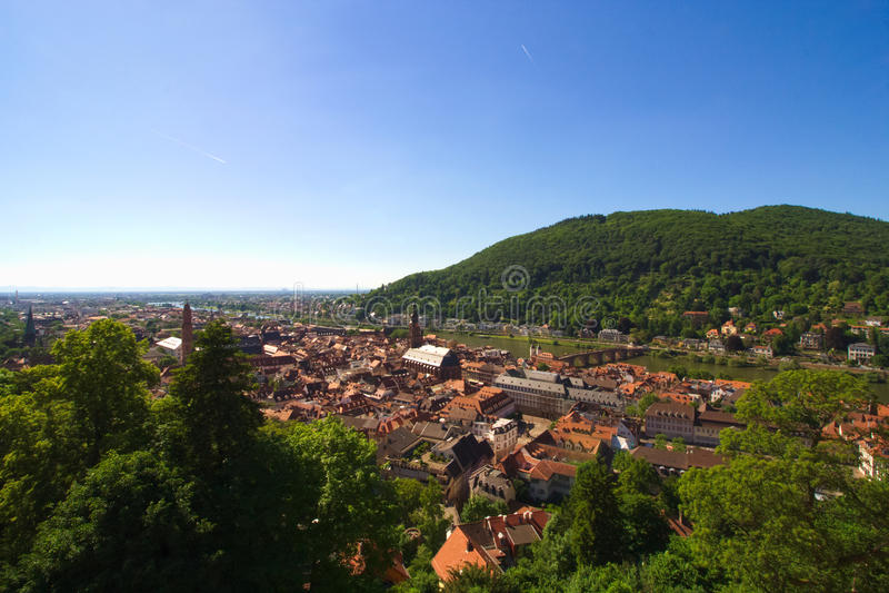 Ansicht alter Stadt Heidelbergs und der Brücke über dem Fluss Neckar Deutschland lizenzfreie stockbilder