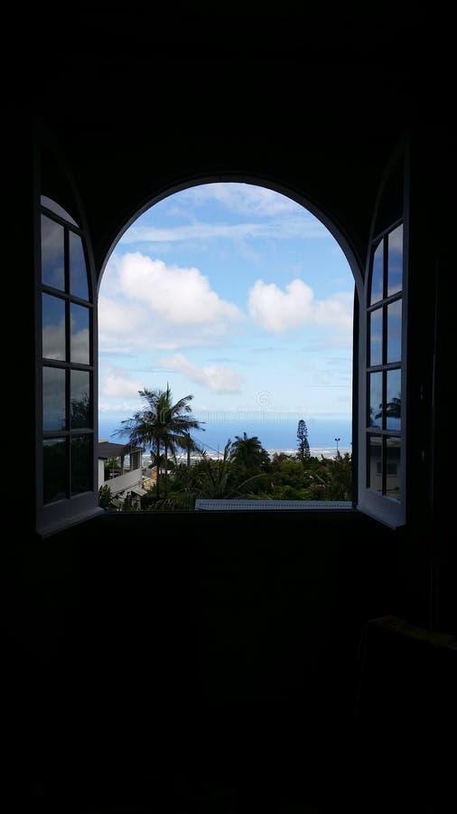Ansicht außerhalb des Fensters lizenzfreies stockfoto