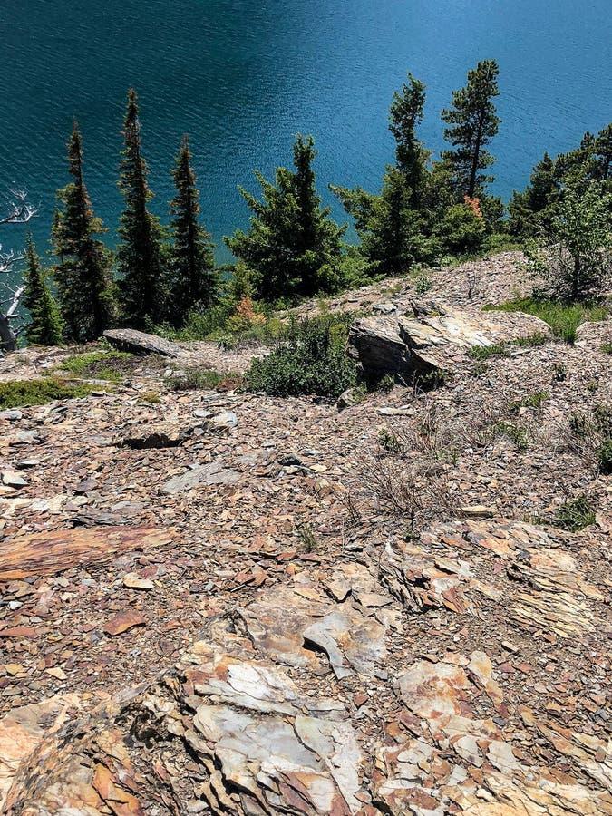 Ansicht auf vom Berg am Glacier Nationalpark in Montana stockfotos