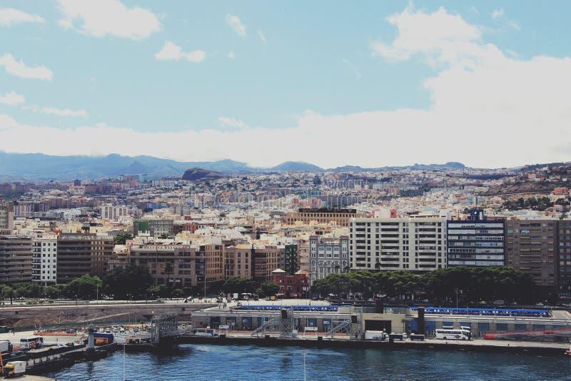 Ansicht bei Santa Cruz de Tenerife vom Kreuzschiff - Kanarische Inseln, Spanien lizenzfreies stockfoto