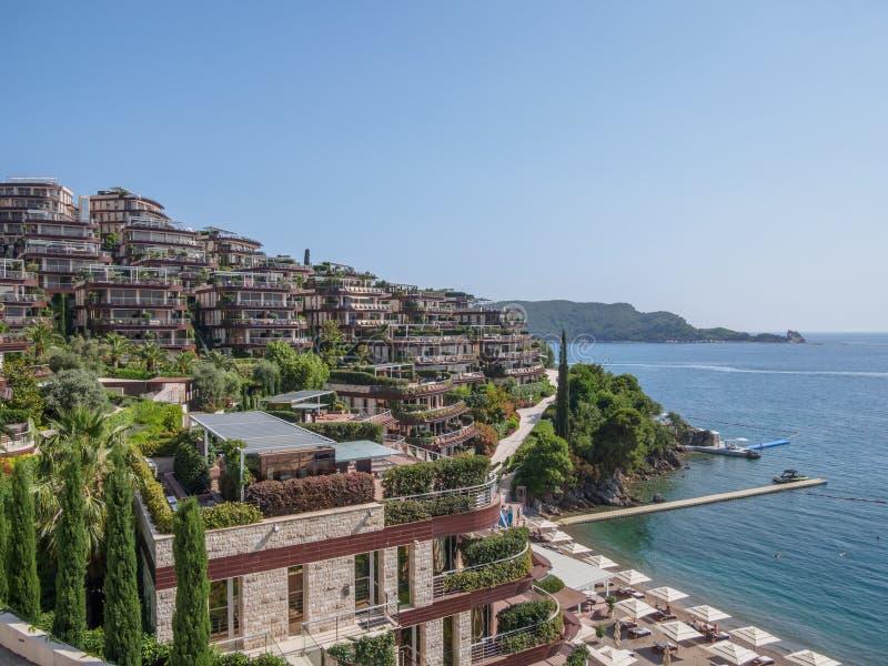 Ansicht in das adriatische Meer von Milocer-Park K?ste Budva Riviera stockbilder