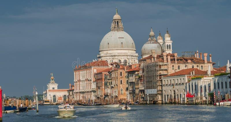 Ansicht an den Basilikadi Santa Maria della Salute, Venedig, Italien stockbild