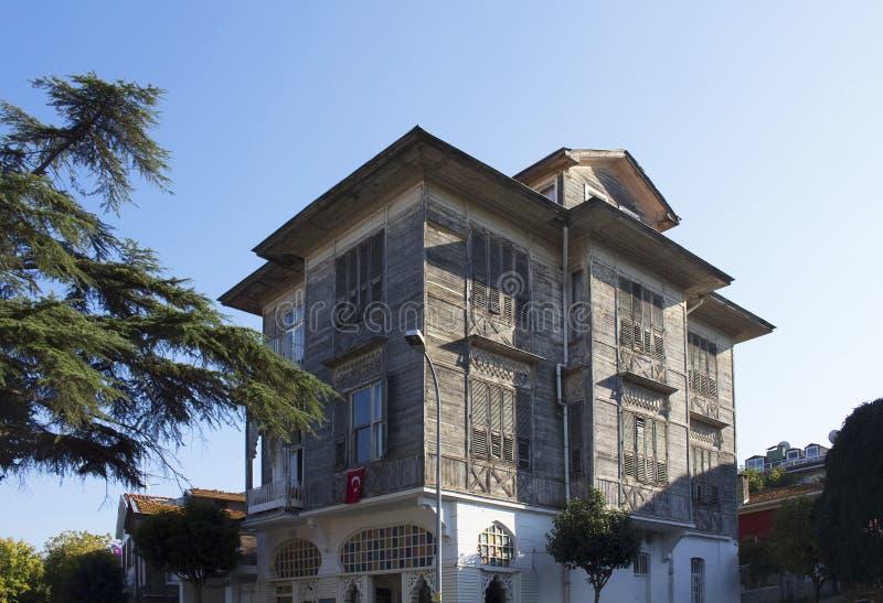 Ansicht der alten, historischen, hölzernen Villa stockfoto