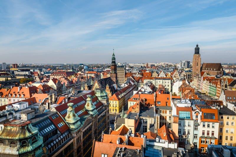 Ansicht der alten Stadt von Breslau in Polen, Vogelperspektive von bunten Dächern der alten Stadt lizenzfreie stockfotografie