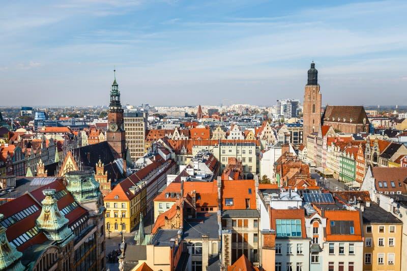 Ansicht der alten Stadt von Breslau in Polen, Vogelperspektive von bunten Dächern der alten Stadt stockbild
