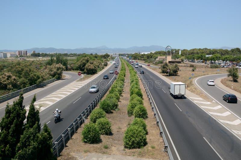 Ansicht der Autos auf der Geschwindigkeitslandstraße lizenzfreie stockfotos