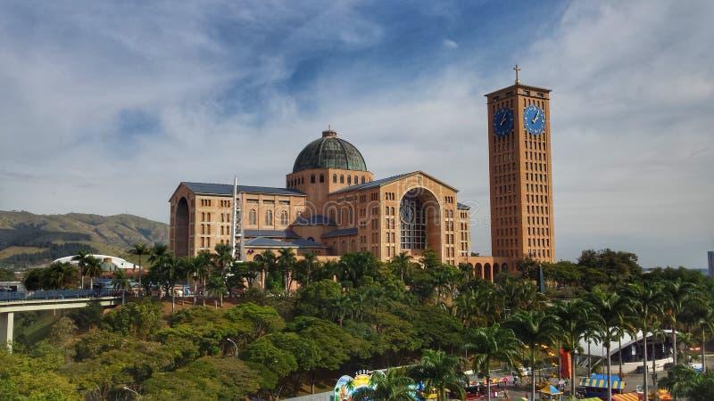 Ansicht der Basilika des Nationalheiligtums unserer Dame von Aparecida lizenzfreie stockbilder