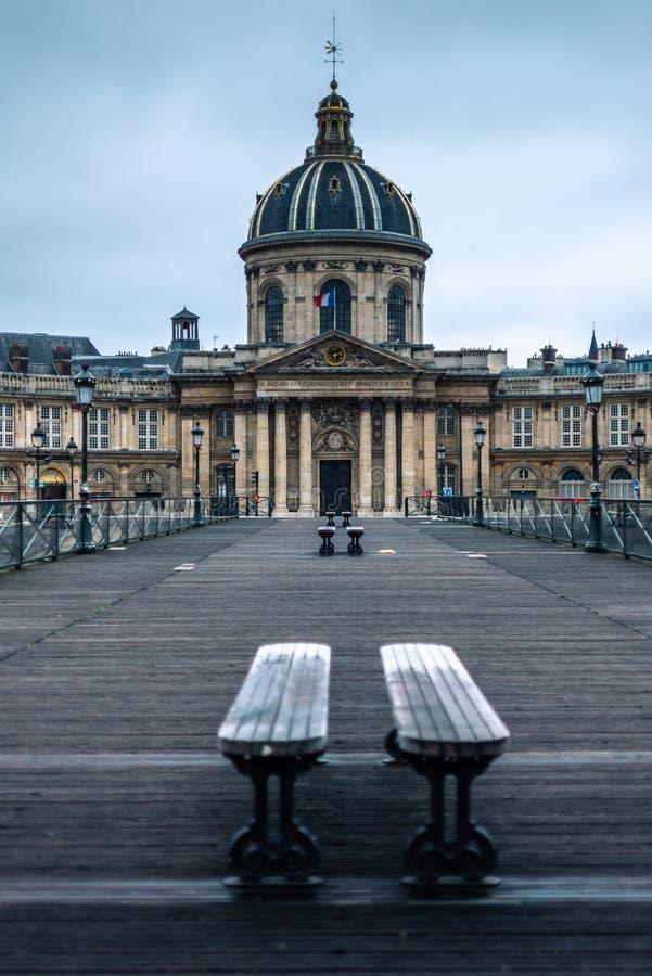 Ansicht der Bibliothek Mazarine und von der Pont DES-Kunst lizenzfreie stockfotografie
