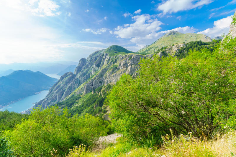 Ansicht der Bucht von Kotor von Lovcen-Berg stockbild