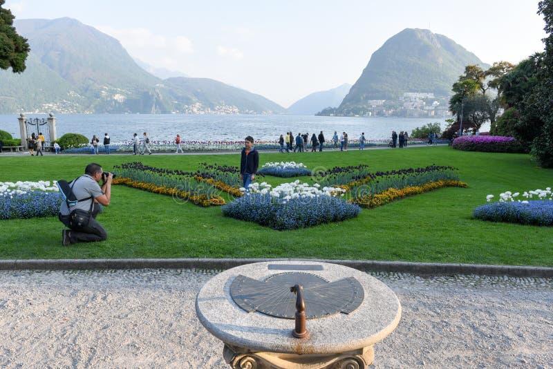 Ansicht an der Bucht von Lugano vom botanischen Garten stockbild
