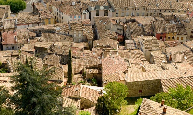 Ansicht der Dächer der Stadt des Kamms, Drome, Frankreich stockfotos