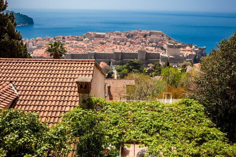 Ansicht der D?cher der sch?nen Dubrovnik-Stadt lizenzfreie stockfotos