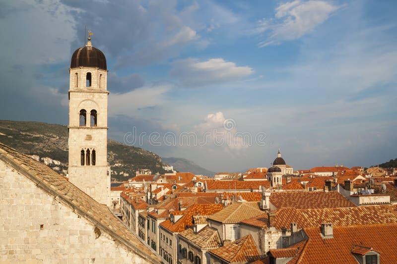 Ansicht der D?cher der ausgezeichneten alten Stadt von Dubrovnik von lizenzfreie stockfotografie