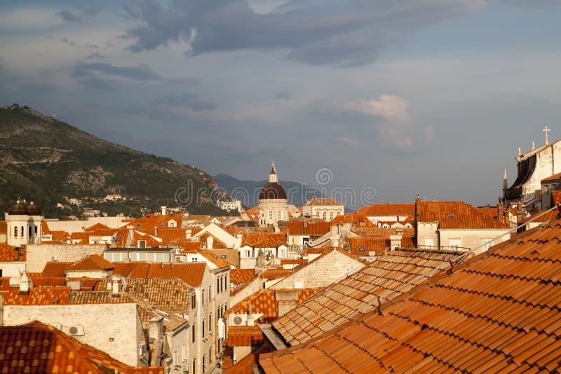 Ansicht der D?cher der ausgezeichneten alten Stadt von Dubrovnik von lizenzfreie stockfotos