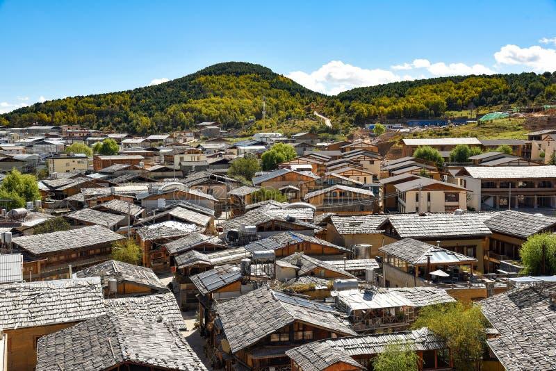 Ansicht der Dachspitzen alter Stadt Dukezong lizenzfreie stockbilder