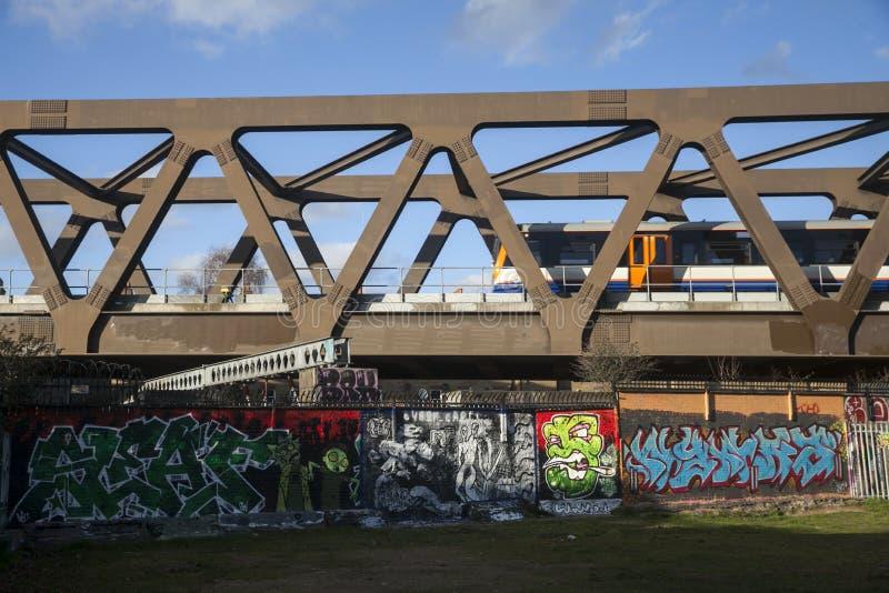 Ansicht der Eisenbahn in Ost-London lizenzfreie stockfotos