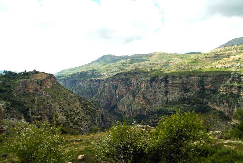 Ansicht der enormen Qadisha-Schlucht nahe Bcharre im Libanon lizenzfreie stockbilder