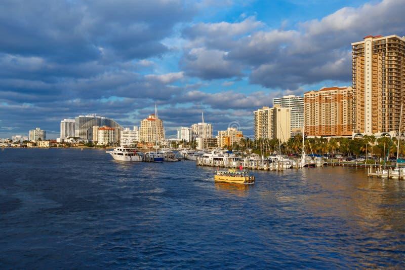 Ansicht der Fort Lauderdale-Intracoastal Wasserstraße lizenzfreie stockfotos