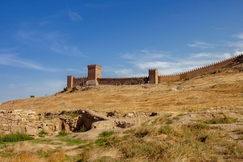 Ansicht der Genoese Festung in Sudak in Krim Genoese fortres stockfoto