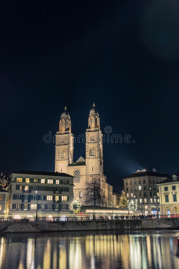 Ansicht der Grossmunster-Kathedrale in Zürich stockfotos