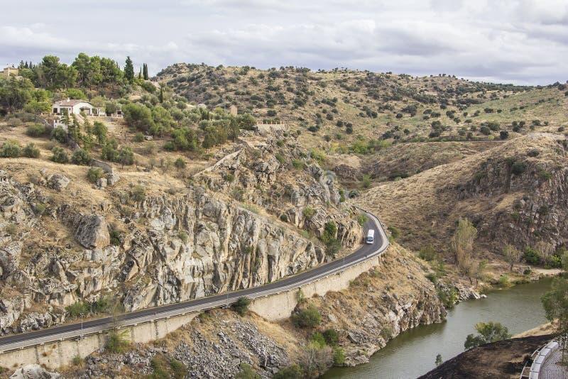 Ansicht der Hügel und des Flusses der Tajo an Toledo-Wänden lizenzfreie stockbilder