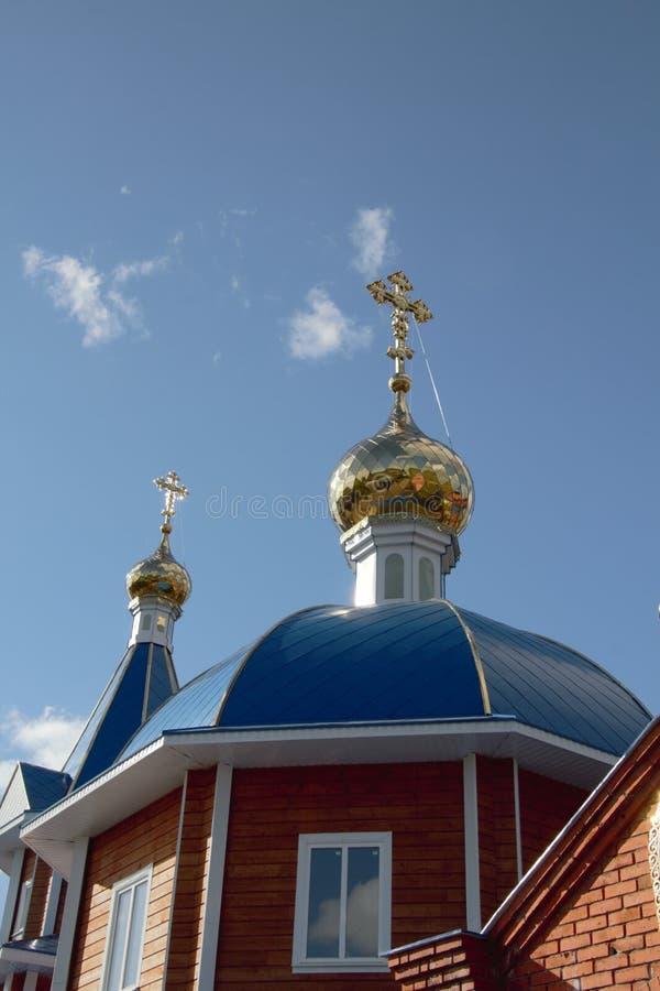 Ansicht der Haube der Kirche stockfotos