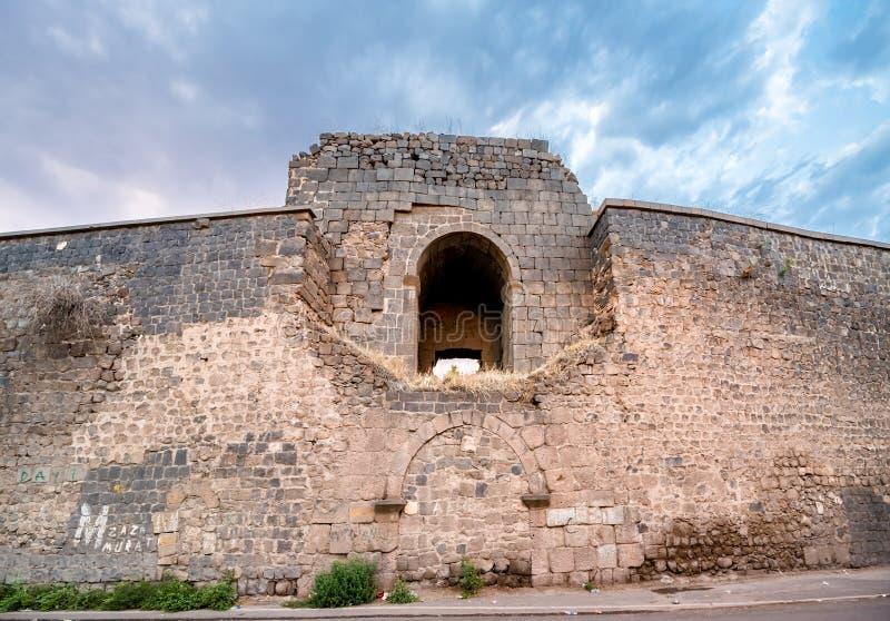 Ansicht der historischen Wand in Sur-Region, Diyarbakir, die Türkei stockfotos