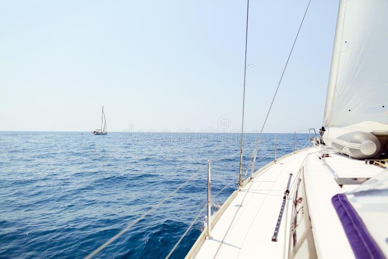 Ansicht der hohen See der Yacht lizenzfreie stockfotos