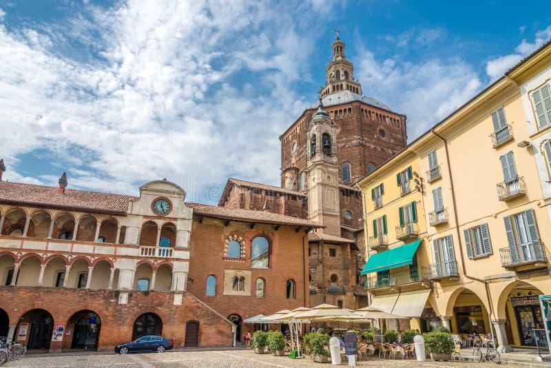 Ansicht in der Kathedrale von Marktplatz della Vittoria von Pavia stockfotografie