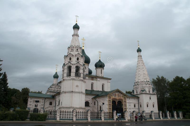 Ansicht der Kirche von Elija der Prophet an einem regnerischen Tag stockbilder